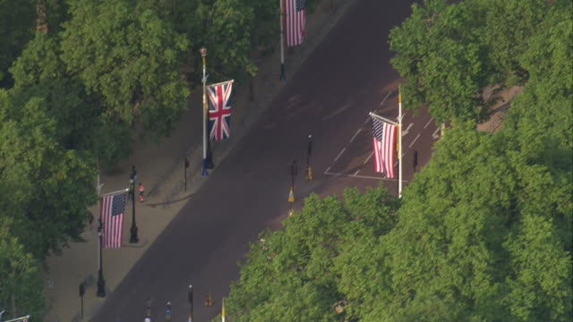 aerial shots of buckingham palace on the first day of us president donald trump state visit to the uk on 03 june 2019 in london united kingdom - state visit stock videos & royalty-free footage