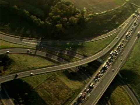 aerial shots of congested traffic moving along the m25 motorway. october 1986. - m25 video stock e b–roll