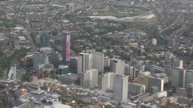aerial shots of croydon including the town centre and saffron tower on 25 september 2020 in croydon, united kingdom - 銃犯罪点の映像素材/bロール