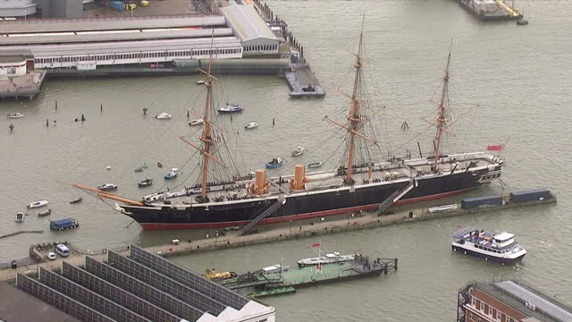 aerial shots of hms warrior 1860 a victorian era warship docked at the portsmouth historic dockyard portsmouth dockyard aerials on november 06 2013... - costruttore navale video stock e b–roll
