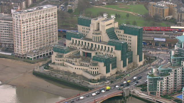 aerial shots of mi6 and mi5 buildings on february 3, 2017 in london, england. - mi6 stock-videos und b-roll-filmmaterial