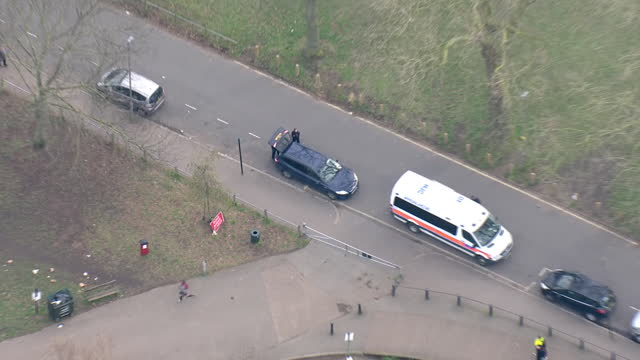 aerial shots of police presence in clapham common as search underway for missing woman sarah everard on the 8th march 2021 in clapham, england - 行方不明点の映像素材/bロール