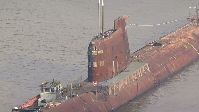 aerial shots of soviet, russian u-475 black widow submarine moored on the river medway near rochester on november 20, 2014 in rochester, england. - 潜水艦点の映像素材/bロール
