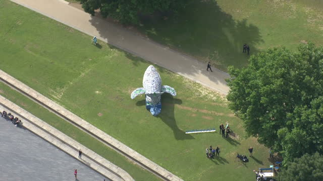 stockvideo's en b-roll-footage met aerial shots of tenmetre plastic whale made of 250 kilograms of singleuse plastic installation art piece commissioned by sky news as part of the... - cetacea