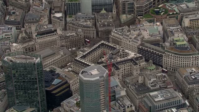 aerial shots of the bank of england building on august 4 2016 in london england - バンク オブ イングランド点の映像素材/bロール