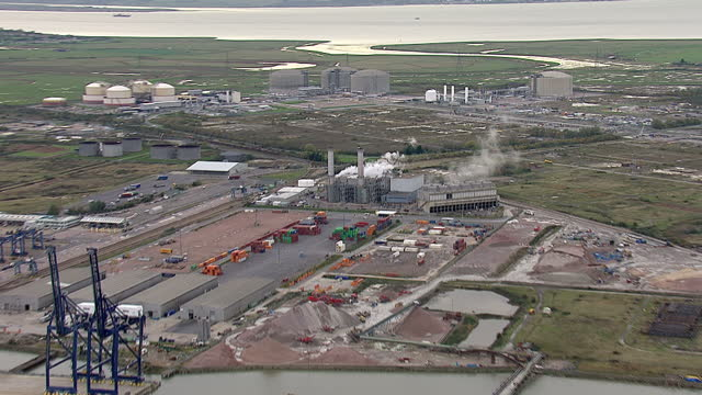 aerial shots of the isle of grain lng gas terminal, showing pipelines connecting gas storage tanks to off-shore platforms. isle of grain gas terminal... - gas stock videos & royalty-free footage