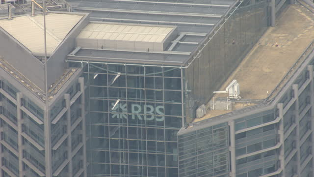 aerial shots of the royal bank of scotland headquarters in central london rbs london headquarters on january 15 2014 in london england - ロイヤル・バンク・オブ・スコットランド点の映像素材/bロール