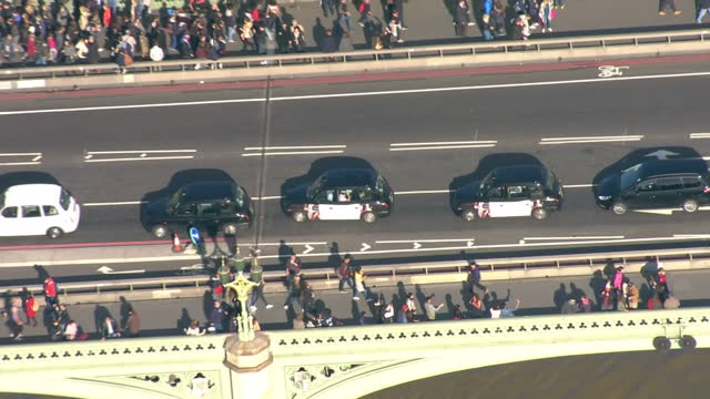 aerial shots of traffic in central london including shots of taxis on westminster bridge and traffic at hyde park corner on october 27 2017 in london... - westminster bridge stock-videos und b-roll-filmmaterial