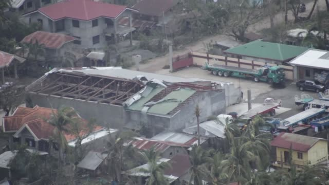vídeos de stock e filmes b-roll de aerial shots show flooded rice paddies damaged houses and other buildings in philippines cagayan province after the area was hit by typhoon mangkhut - filipinas