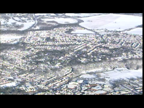 aerial shots snow covered essex landscape countryside aerial shots snow covered m11 stansted airport runway - 水の形態点の映像素材/bロール