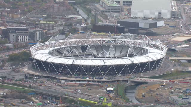 aerial shots the london 2012 olympic site showing the olympic stadium aquatic centre under construction london olympics site aerials on november 04... - ロンドン オリンピックパーク点の映像素材/bロール