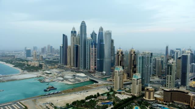 vidéos et rushes de aerial skyscraper view boat marina sheikh zayed road - bay of water