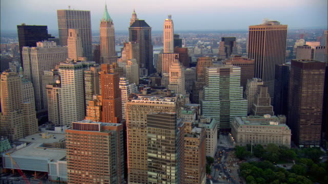 stockvideo's en b-roll-footage met aerial ws skyscrapers in manhattan financial district / manhattan, new york, new york, usa - wall street lower manhattan