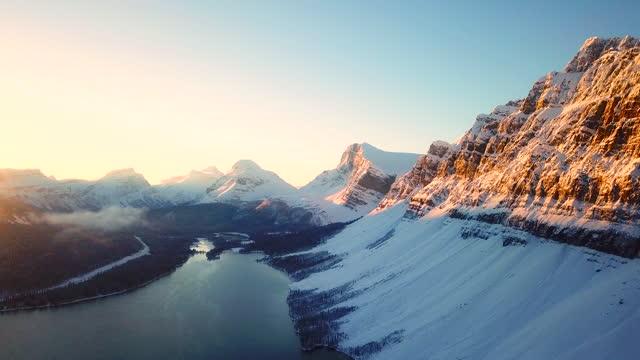 luftsnöberg vid soluppgången - bergstopp bildbanksvideor och videomaterial från bakom kulisserna