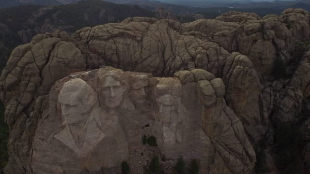 aerial south dakota mt rushmore - south dakota stock videos & royalty-free footage