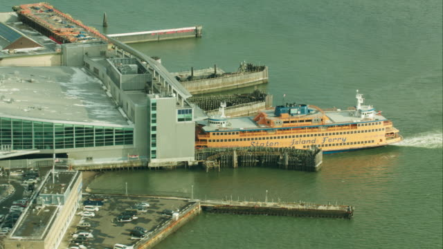 aerial staten island ferry in terminal - ferry terminal stock videos & royalty-free footage