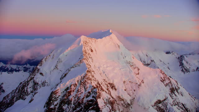 aerial ws summit of mount cook new zealand - snowcapped mountain stock videos & royalty-free footage