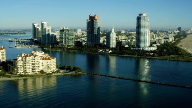 stockvideo's en b-roll-footage met aerial sunrise fisher island luxury condominiums biscayne bay - biscayne bay