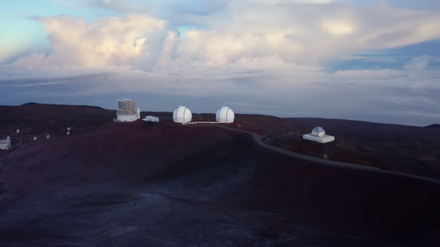 aerial sunrise general view of keck telescopes of mauna kea astronomical observatory, hawaii. usa - big island hawaii islands stock videos & royalty-free footage