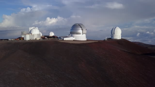 aerial sunrise general view of telescopes of mauna kea astronomical observatory, hawaii. usa - big island hawaii islands stock videos & royalty-free footage