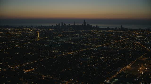 aerial sunrise illuminated view of chicago city illinois - シカゴ市点の映像素材/bロール