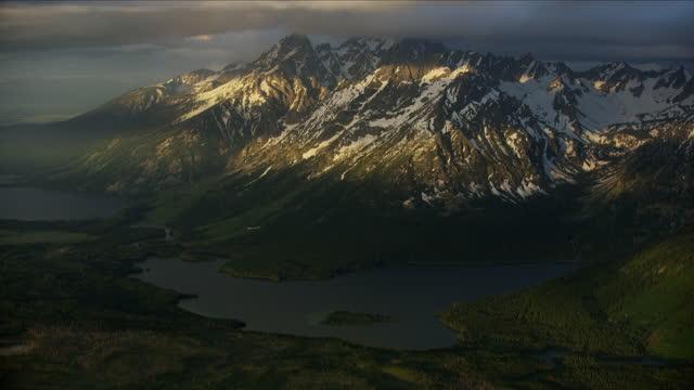 aerial sunrise jackson lake grand teton wyoming usa - mt moran stock videos & royalty-free footage