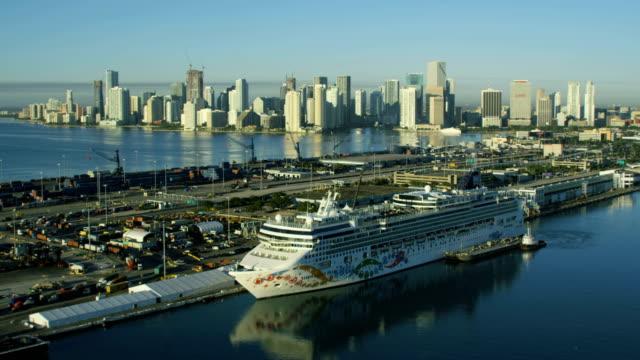 stockvideo's en b-roll-footage met aerial sunrise macarthur causeway and cruise terminal miami - biscayne bay