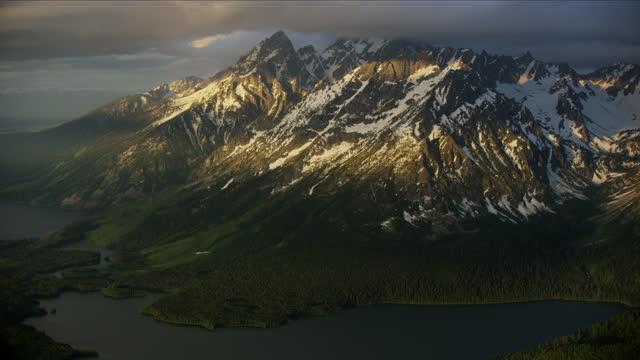 aerial sunrise mt moran grand teton mountains usa - mt moran stock videos & royalty-free footage
