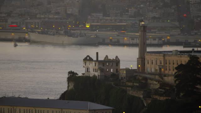 aerial sunrise view alcatraz island san francisco bay - アルカトラズ島点の映像素材/bロール