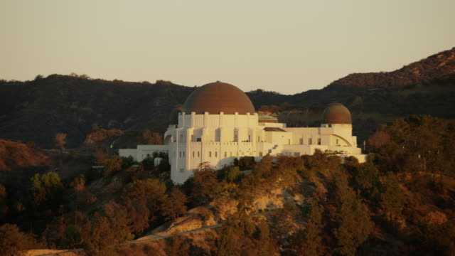 aerial sunrise view griffith park observatory los angeles - griffith observatory stock videos & royalty-free footage