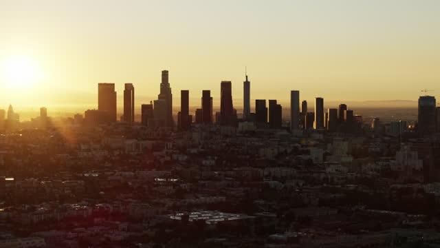 aerial sunrise view koreatown to la city skyscrapers - us bank tower bildbanksvideor och videomaterial från bakom kulisserna