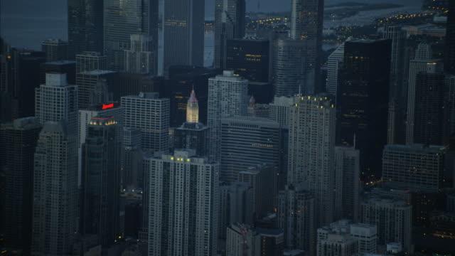 aerial sunrise view of downtown trump tower chicago - millennium park chicago bildbanksvideor och videomaterial från bakom kulisserna