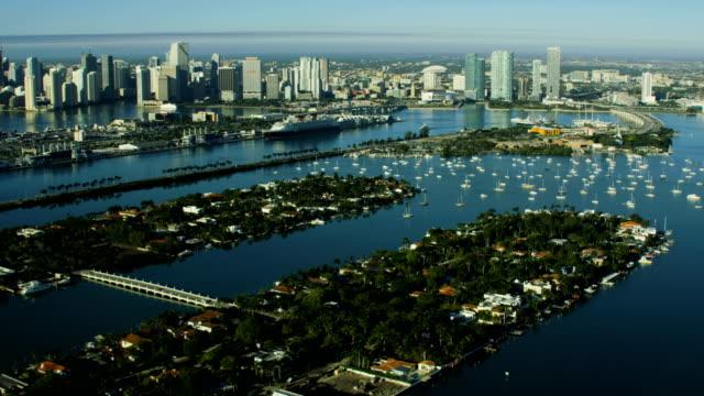 aerial sunrise view palm islands condominium resort miami - baia di biscayne video stock e b–roll