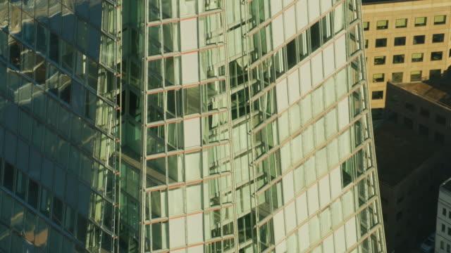 vídeos de stock, filmes e b-roll de aerial sunrise view the shard observation deck london - ponto de observação