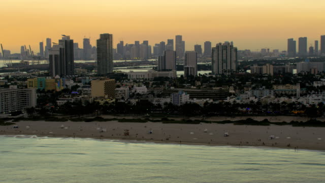 aerial sunset art deco hotels south beach miami - オーシャンドライブ点の映像素材/bロール