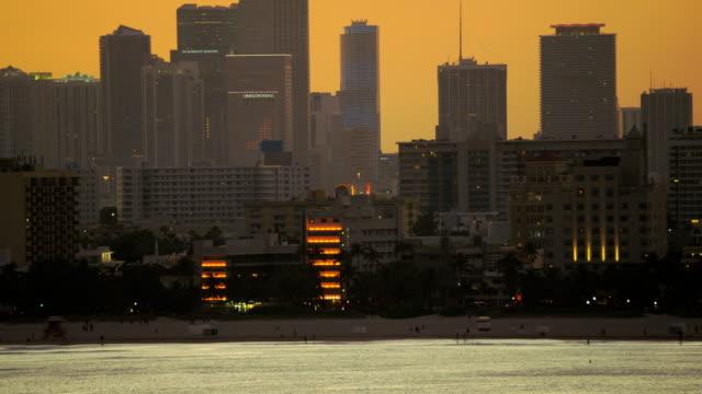 aerial sunset art deco hotels south beach miami - アールデコ点の映像素材/bロール