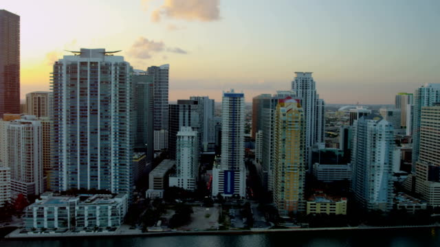 vidéos et rushes de aerial sunset downtown city skyscrapers biscayne bay miami - biscayne bay