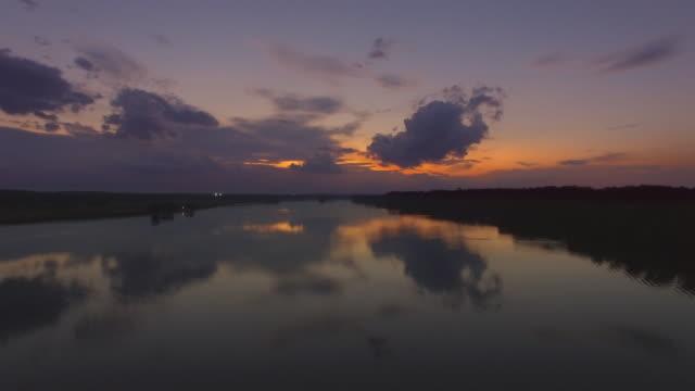 stockvideo's en b-roll-footage met luchtfoto zonsondergang beeldmateriaal van de potomac rivier in maryland - potomac rivier
