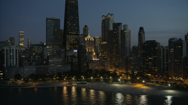 stockvideo's en b-roll-footage met aerial sunset illuminated view willis tower chicago city - chicago illinois