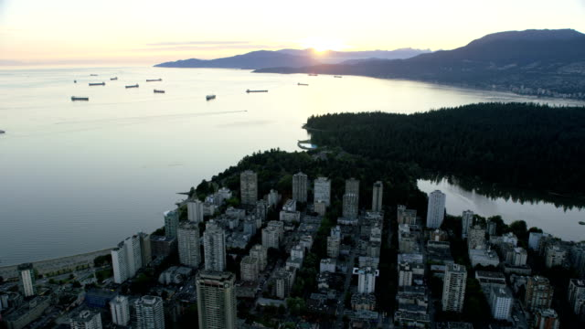 stockvideo's en b-roll-footage met aerial sunset lost lagoon vancouver british columbia canada - voor anker gaan