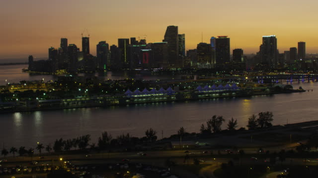 aerial sunset macarthur causeway and cruise terminal florida - biscayne bay stock-videos und b-roll-filmmaterial