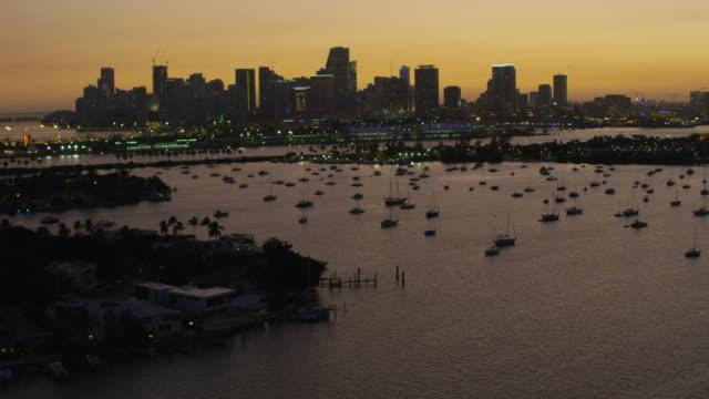 stockvideo's en b-roll-footage met aerial sunset macarthur causeway jungle island biscayne bay - biscayne bay