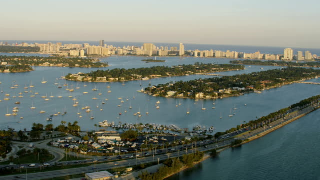 stockvideo's en b-roll-footage met aerial sunset palm islands macarthur causeway florida miami - macarthur causeway bridge