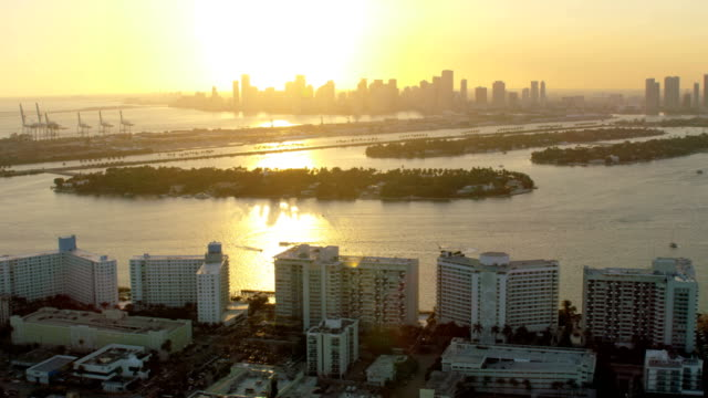 stockvideo's en b-roll-footage met aerial sunset star island macarthur causeway condominiums florida - macarthur causeway bridge
