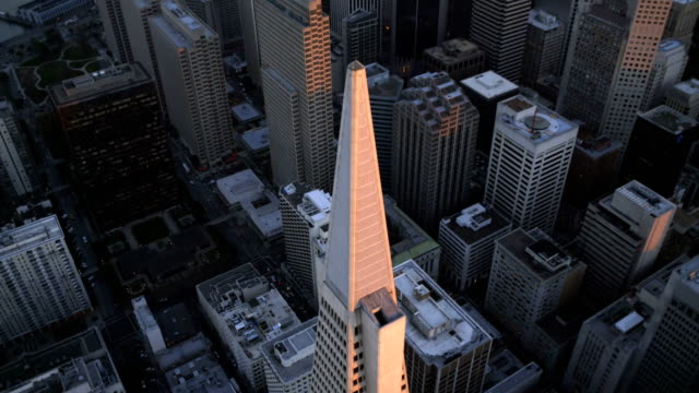 vídeos y material grabado en eventos de stock de aerial sunset view city skyscrapers san francisco usa - pirámide transamerica san francisco