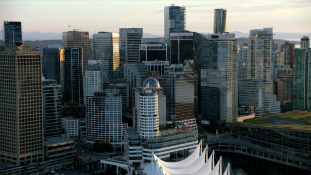 stockvideo's en b-roll-footage met aerial sunset view downtown vancouver british columbia canada - veerboothaven