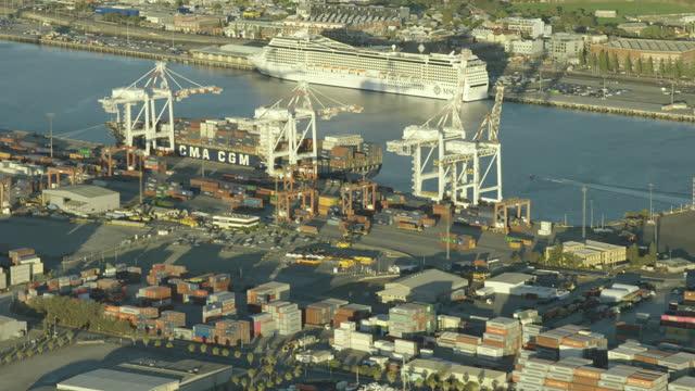 aerial sunset view fremantle harbor cargo dock perth - フリーマントル点の映像素材/bロール