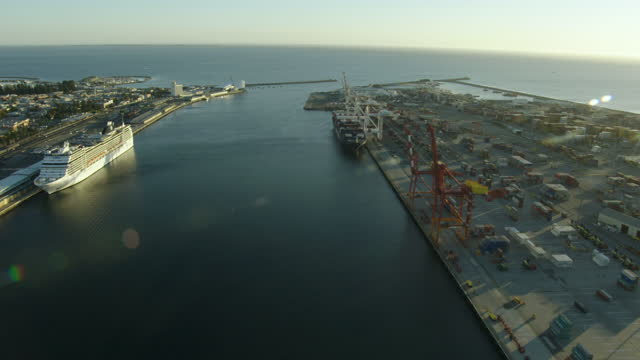 aerial sunset view fremantle harbor cargo port perth - フリーマントル点の映像素材/bロール
