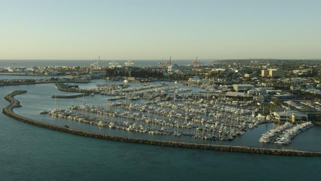 aerial sunset view luxury yachts fremantle marina perth - フリーマントル点の映像素材/bロール