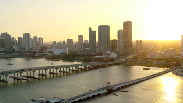 aerial sunset view macarthur causeway biscayne bay miami - biscayne bay stock-videos und b-roll-filmmaterial